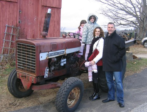 Bob Maunsell With His Wife and Kids!