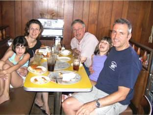 bob-and-family-at-wonder-bar-pizza